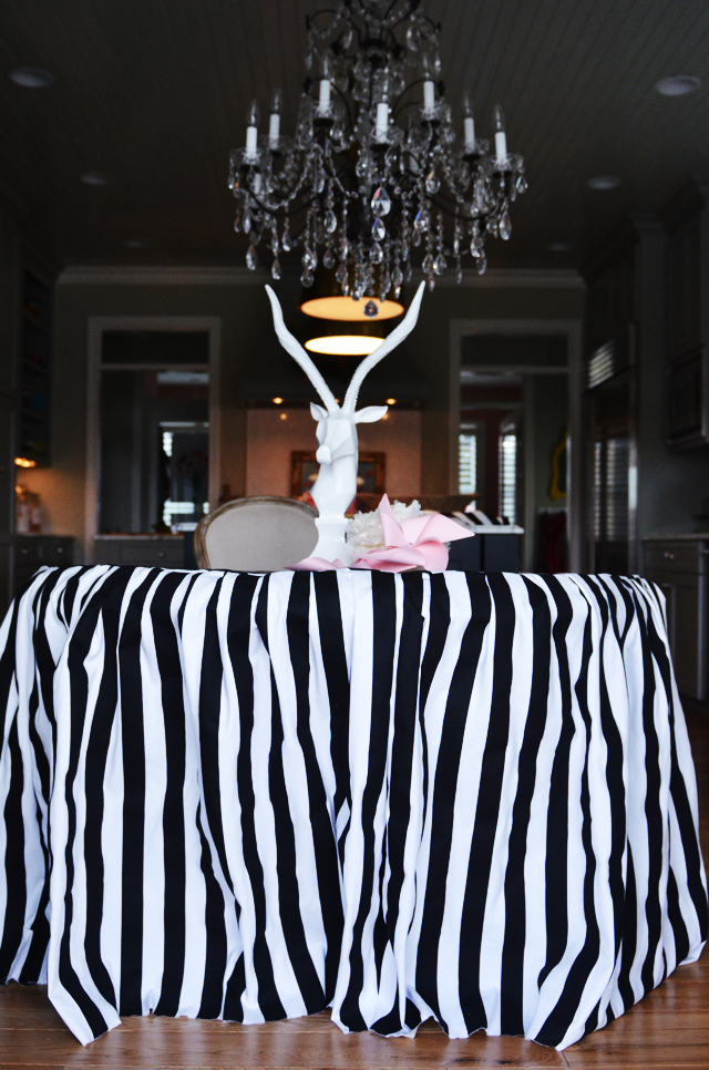 How to Make a Skirted Tablecloth {the lazy girl's guide}