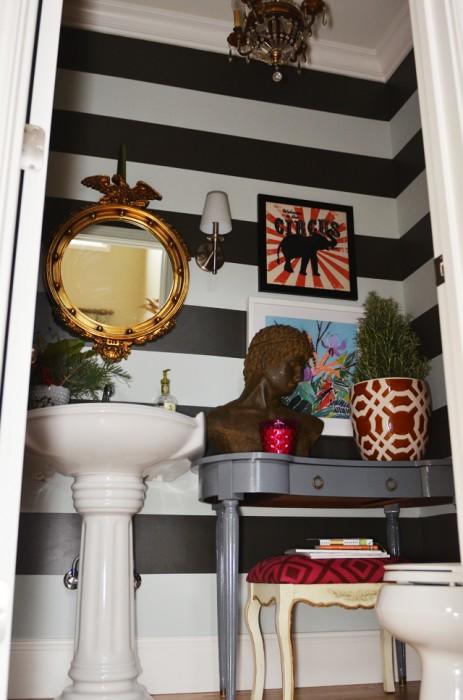 striped-bathroom2-463x700